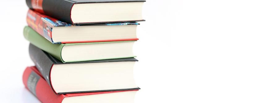 栄養学について書いてあるたくさんの本